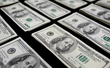 Dólar registra la caída más abrupta en siete años y cobre se dispara