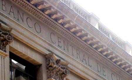 TPM: economistas desestiman alza de tasa de interés y suben proyección del dólar