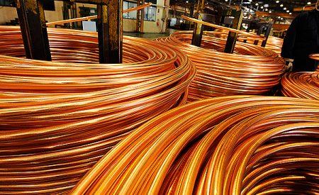 Importaciones de cobre de China caen 25% y golpean precio del metal