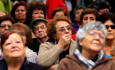 Cotizar un mes más al año subiría 12,5% la pensión de los hombres y en un quinto la de las mujeres