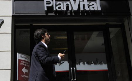 Alza de comisiones de Planvital: incertidumbre en el mercado de AFP