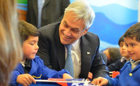 Gobierno compromete sala cuna universal y estatuto laboral para jóvenes