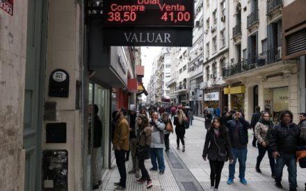 Crisis del peso pone en jaque a economía de Argentina y golpea a empresas chilenas